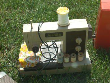 Une jolie machine à coudre pour les petites filles sages !!