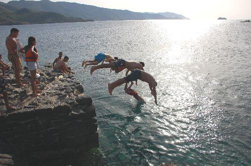 Plongeons  en  série  à  la  Baie   Ouest