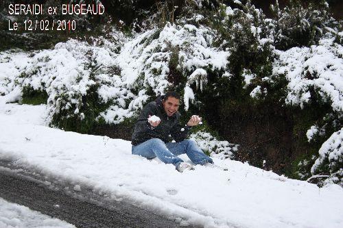 SALIM  se  faisant  plaisir  dans  la  neige