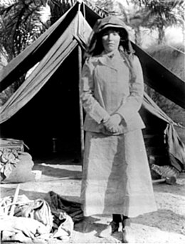 260px-BellK_218_Gertrude_Bell_in_Iraq_in_1909_age_41