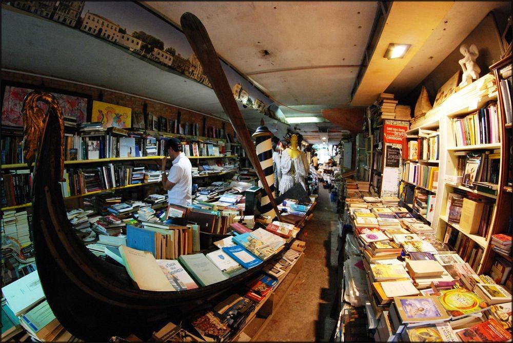 libreria-acqua-alta-36.jpg