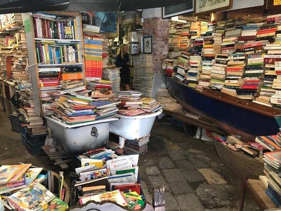 libreria-acqua-alta.jpg