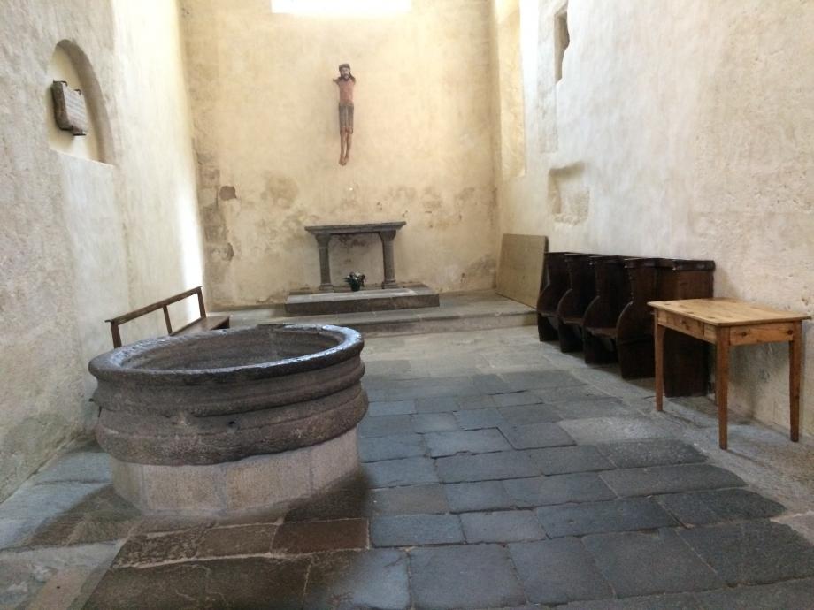 Eglise Romane St Pierre de Blesle.JPG