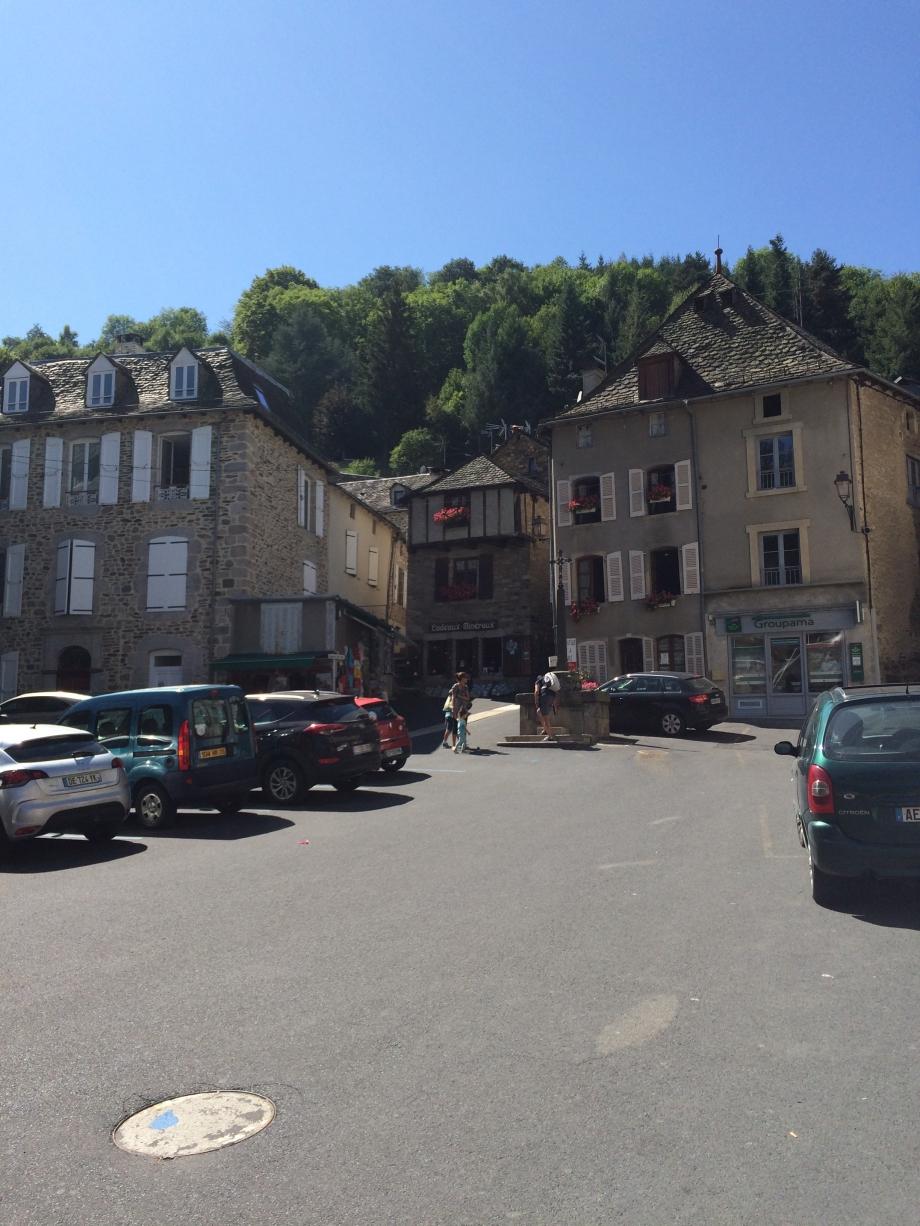 Place du Marché - Chaudes Aigues -.JPG