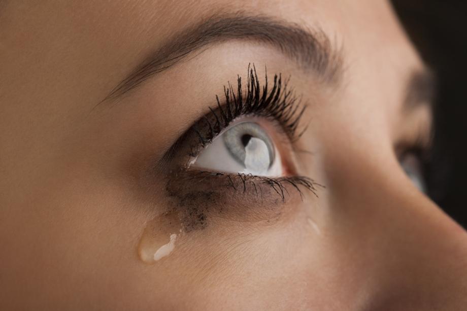 Yeux-qui-pleurent-Les-solutions-contre-le-larmoiement.jpg