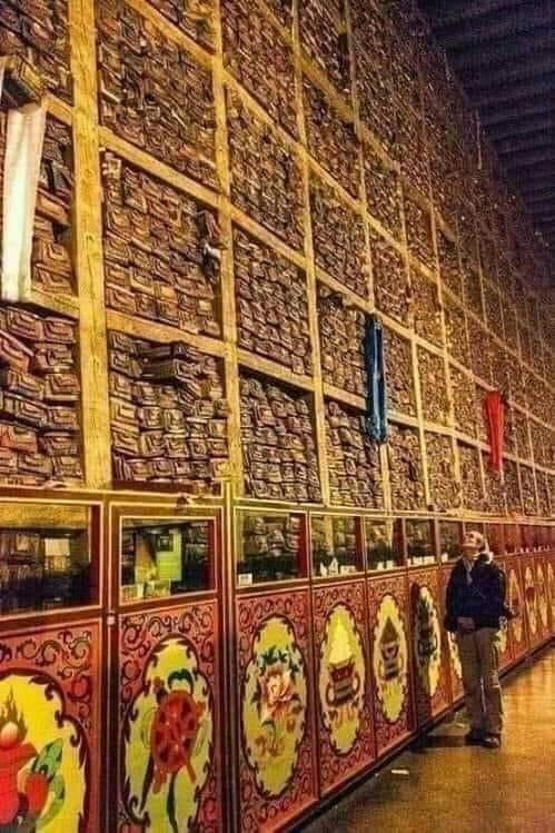 Bibliothéque au Tibet