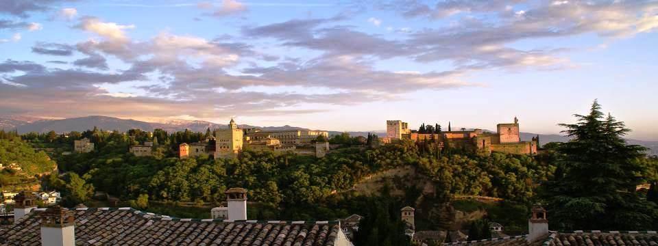 L' Alhambra depuis la Grande Mosquée de Grenade