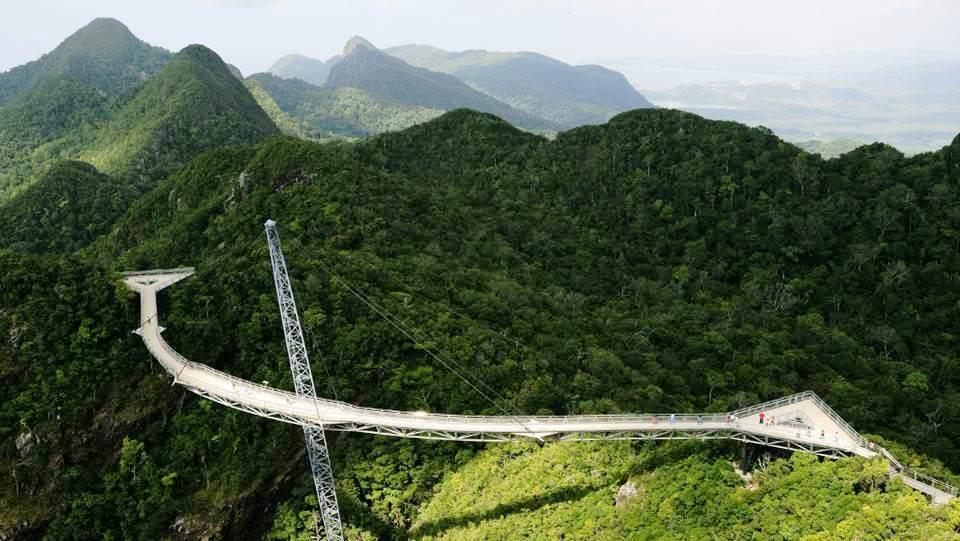 Pont suspendu à 700 mètres au-dessus du niveau de la mer en Malaisie