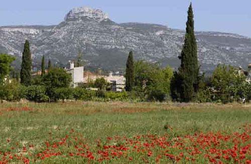 A1.Le Garlaban, colline si chère à Marcel Pagnol, c'est à Aubagne et c'est ici que j'habite.