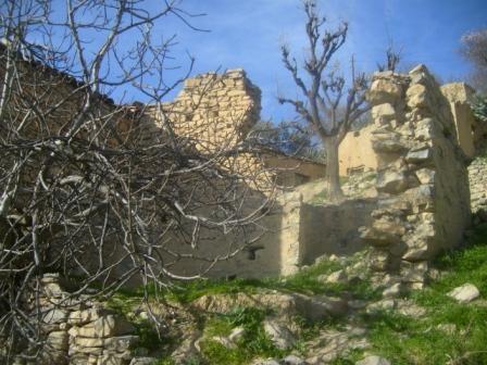 Village Izavachène, vieillles maisons en pierres