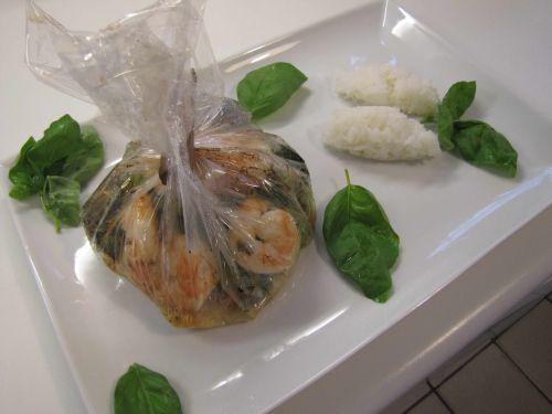 Papillotes de scampis, légumes, curry et lait de coco