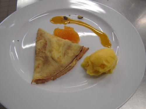Crêpe soufflée aux mandarines et sorbet