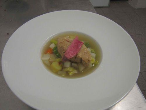 Pot-au-feu de foie gras de canard aux légumes du marché