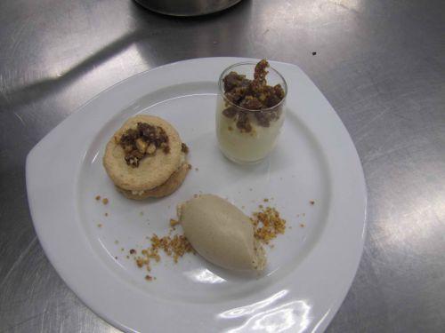 Biscuit succès, glace aux marrons, crème de châtaignes et espuma de mirabelles