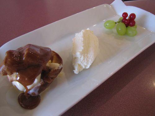 Profiteroles glacée sauce caramel