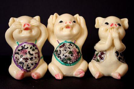50 - tous joyeux et tous mignons ces 3 petits cochons (Foire de Paris)