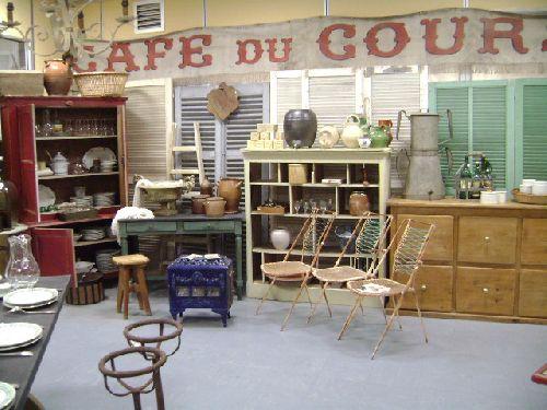 intérieur du marché couvert ainsi que les photos suivantes