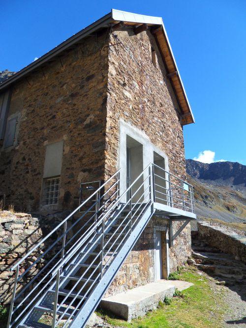 Refuge  de la Prat (été) Massif Belledonne (38) 01 10 12
