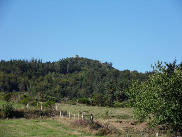 Mont Alherac et sa tour en ruine