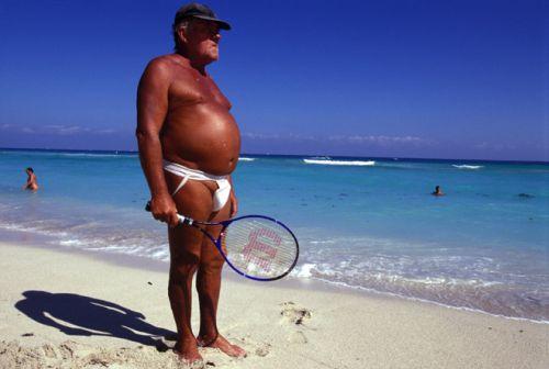 guy à la plage : tu ressemble à charret!