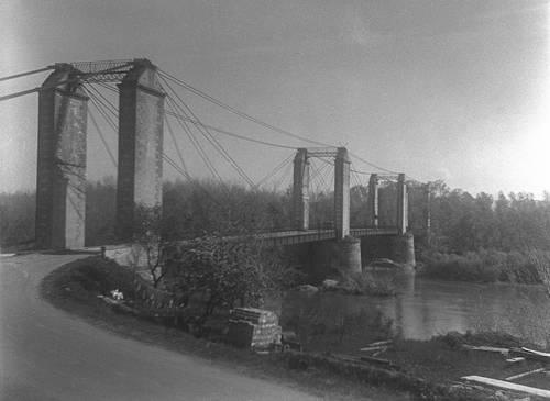 Bourret pont suspendu sur la Garonne.jpg