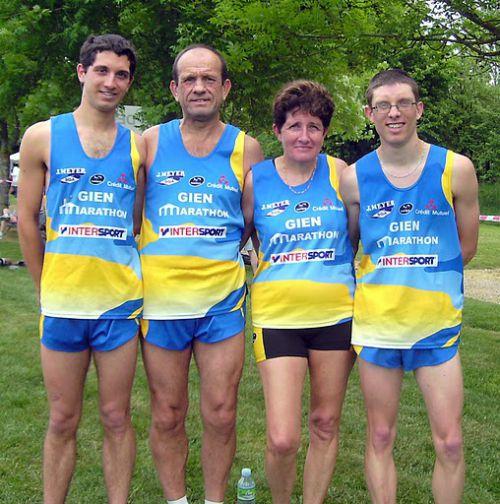 mes parents et mon frère sébastien et moi au 10km de la boulaysiennes en 2011, avec un chrono de 36'49
