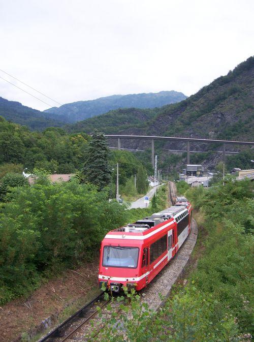 2010.08.17 Une UM de Z 850 arrive en bas de la