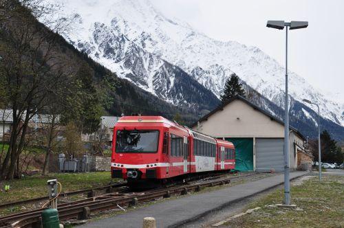 2012.04.25 Une Z 850 garée exceptionnellement devant lma remise de Chamonix