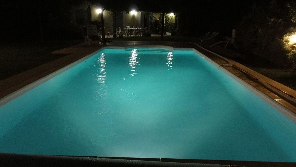 Piscine la nuit location maison provence aix en provence - Piscine maison nuit limoges ...