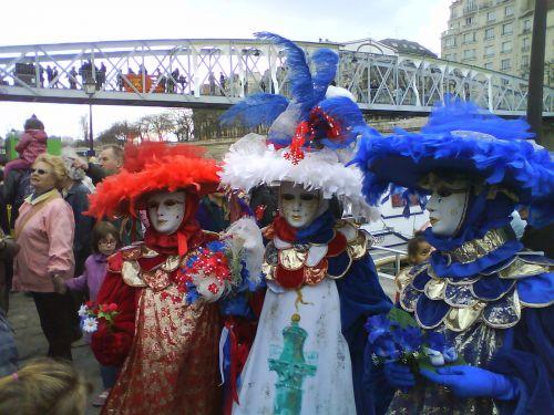 Carnaval de Venise a Paris; quai de la bastille !!