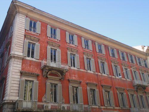 Une façade au hasard