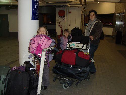 Téléportation et nous voici arrivés à l'aréoport de Hong Kong.