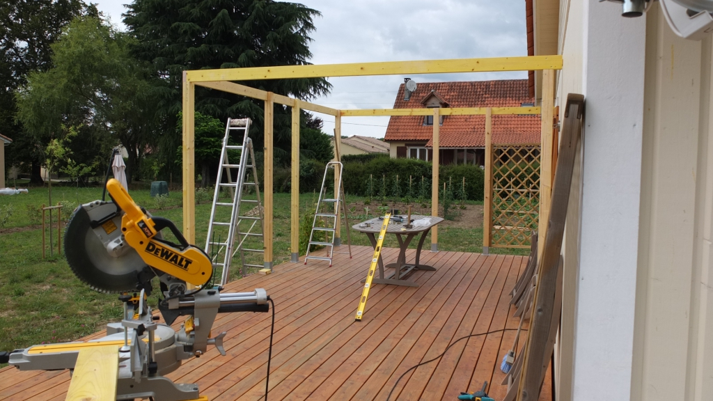 Autoconstruction d 39 une pergola en bois autoconstruction for Pergola fait maison
