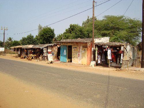 la route principale du village