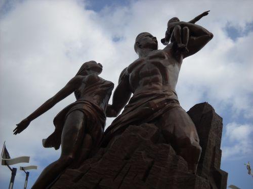 LA STATUE DE LA RENAISSANCE AFRICAINE
