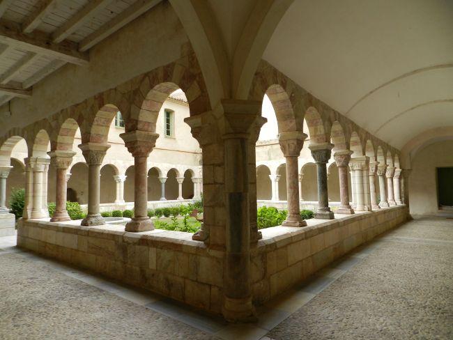 Abbaye de  St-Genis-des-Fontaines
