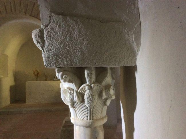 Chapiteau (XIIe s.) chapelle Ste-Colombe de Cabanes