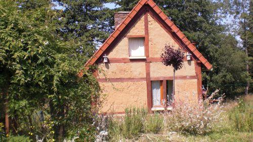 Façade Est, avec la fenêtre de la chambre au 1er étage.