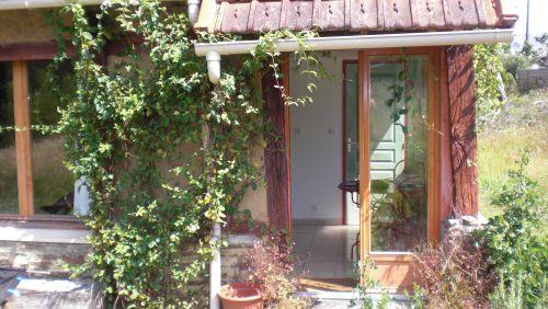 Façade Sud : entrée par double porte vitrée