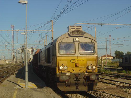 2012-08-08 Miramas train de bauxite en direction de Fos.