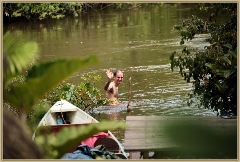 UE8A8888 - une tête dans l'eau.jpg