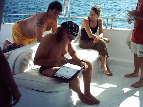 Un bon plongeur met toujours son carnet en ordre !
