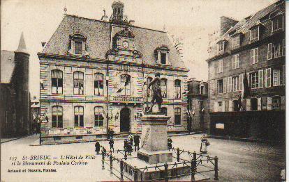 Hôtel de ville et Monument.JPG