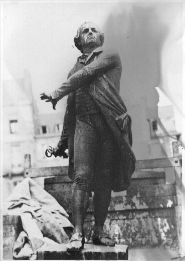 Statue dans le camion de 1942 (1).jpg