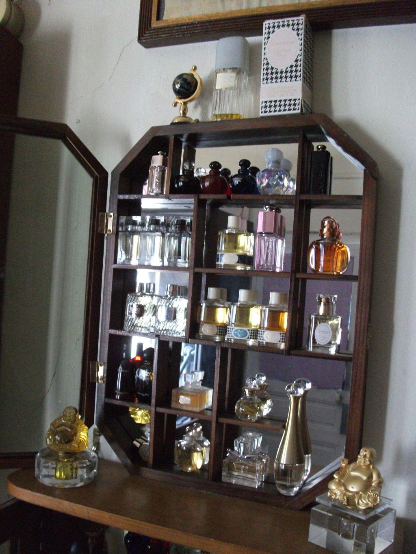 mes vitrines miniatures de parfum. Black Bedroom Furniture Sets. Home Design Ideas