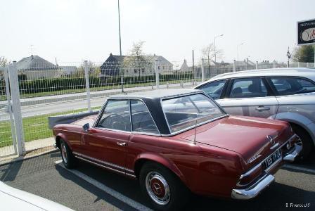 Mercedes 230 SL vue de côté