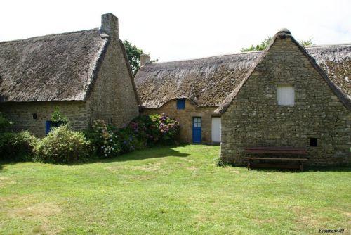 Vieille maison en chaume