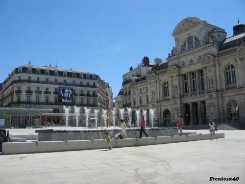 Place du Ralliement après rénovation avec le théatre a droite.