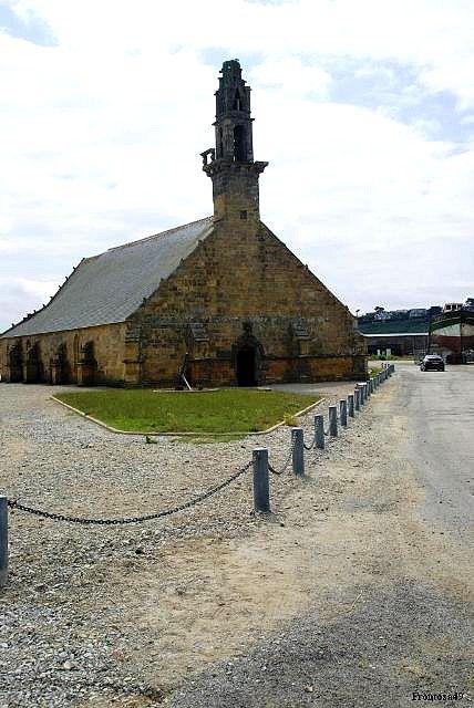 Chapelle sur le port
