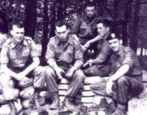 Cours pionniers, pose de mines. Lt Bothy et Bruyère, Mdl Mathieu, Materne et Lacasse. Arolsen 1964